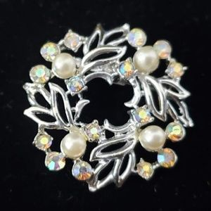 Vintage pearl and stone brooch in silver